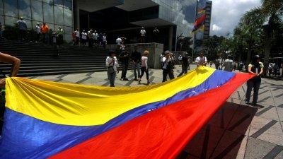 Агентства Fitch и S&P понизили суверенный рейтинг Венесуэлы
