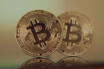 Курс биткоина упал более чем на 10%