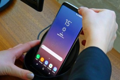 В Сети появилась фотография включенного Samsung Galaxy S9