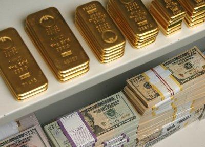 Курс золота 12 февраля растет на фоне дешевеющего доллара