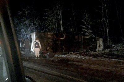 Авария с туристическим автобусом в Псковской области: 21 человек госпитализированы