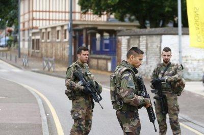 При захвате заложников во Франции погибли два человека