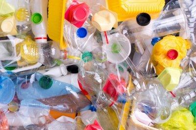 В Евросоюзе планируют запретить одноразовую пластиковую посуду