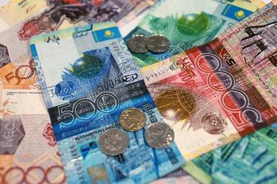Казахстанцам запретили хранить крупные суммы наличных дома